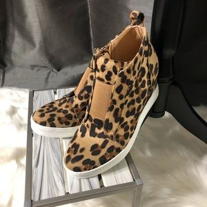 Wedge Sneaker Leopard Print💥PRICE FIRM, NO OFFERS
